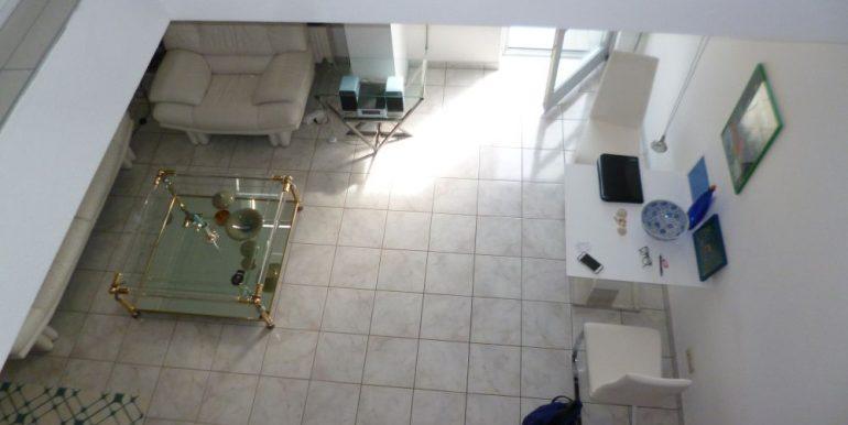 Blick von der Galerie in den Wohnraum